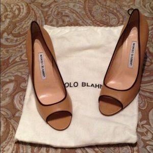 Excellent condition Manolo Blahnik heels!!